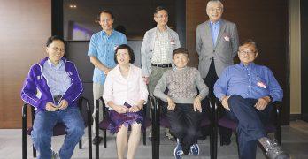 西雅圖《華人之聲》40年後團聚 反映他們年輕時的成就