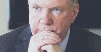 市長被爆曾性虐養子 議員要求其提前下野