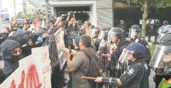納粹抗議者對峙川普支持隊 大集會現衝突 3名男子被捕