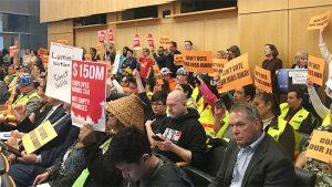 削減版人頭稅計劃 獲議會9-0全票通過