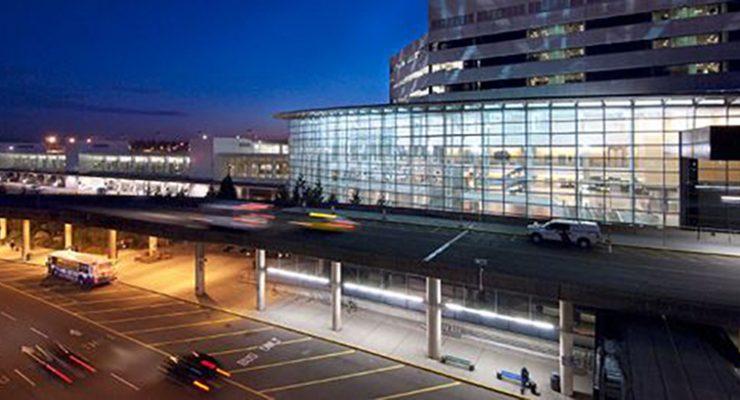 利用穿梭巴士接載到境離境旅客 西塔機場增添附屬D翼緩衝排長籠
