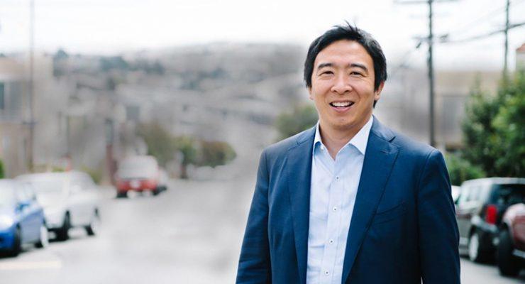 成为民主党史上首位争取总统候选人提名的亚裔人士--杨安泽