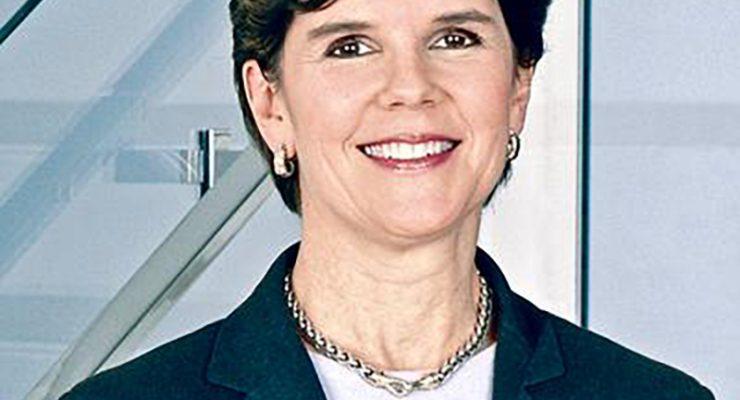 General Dynamics 主席兼首席執行長 及在國防領域中的高級女性領導者