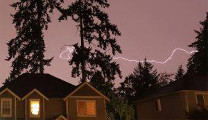 強雷雨天氣襲華州 罕見出現2,200餘次閃電