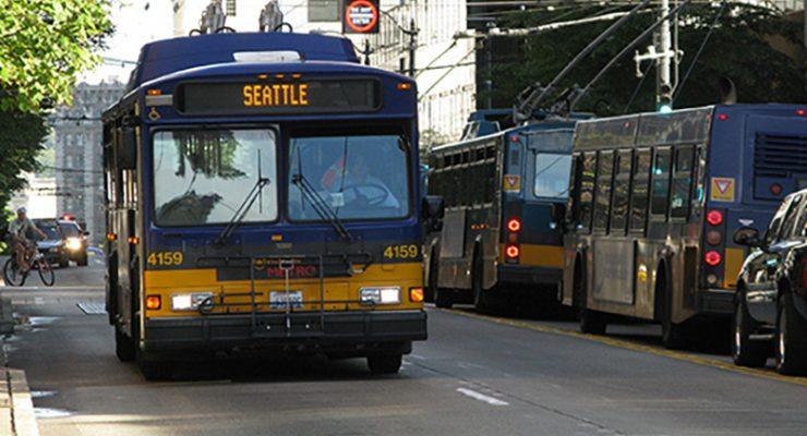 日後冰天雪地啟動特殊雪線公車服務時 捷運讓市民坐免費公車送到目的地